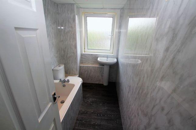 Bathroom of West Stewart Street, Hamilton ML3