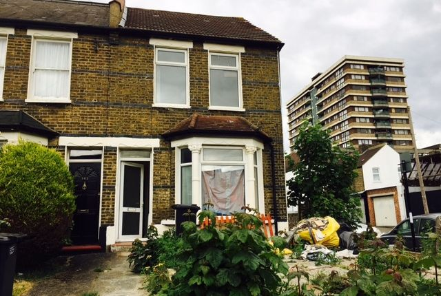 Thumbnail End terrace house to rent in Handcroft Road, Croydon