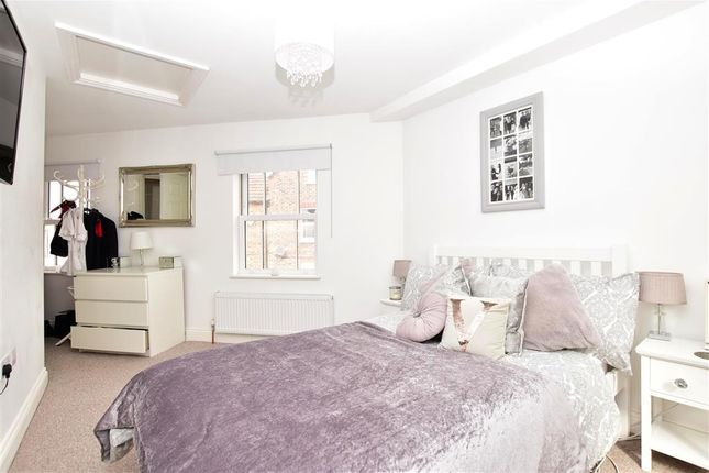 Bedroom 1 of Queens Road, East Grinstead, West Sussex RH19