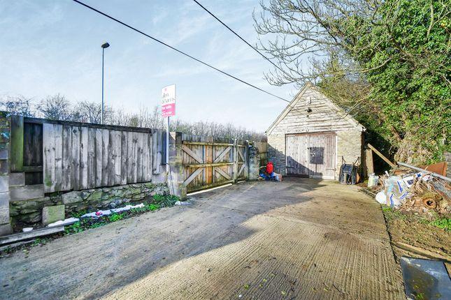 Thumbnail Property for sale in Turnpike Road, Blunsdon, Swindon