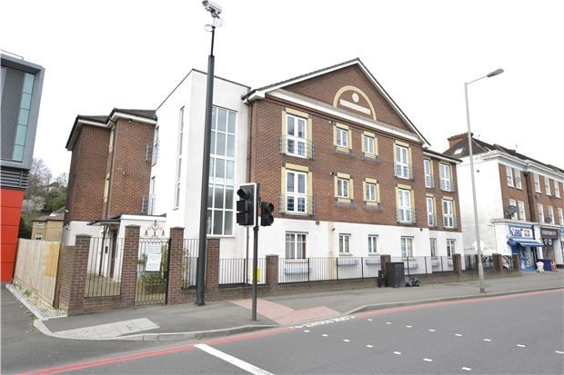 Thumbnail Flat for sale in Andrews House, Brighton Road, Purley, Surrey