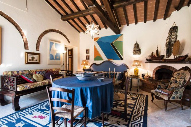 5 bed town house for sale in Via Volpaia, Crespina Pi, Italy