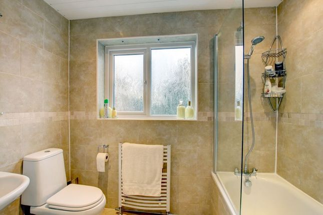 Bathroom of Alcester Road, Studley B80