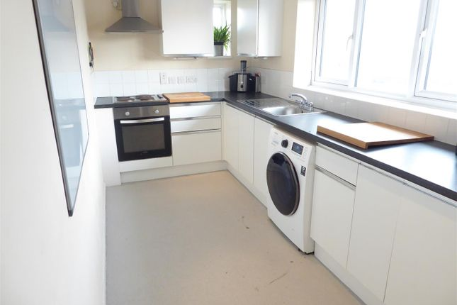 Thumbnail Flat for sale in Westfield Road, Dunstable