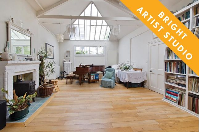 Thumbnail Cottage for sale in Augustine Road, London