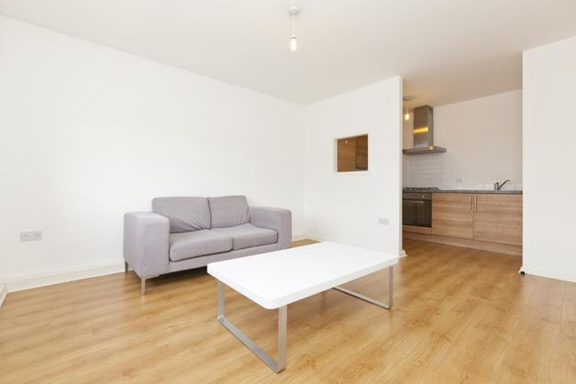 Thumbnail Flat to rent in 68 Aberford Road, Woodlesford, Leeds