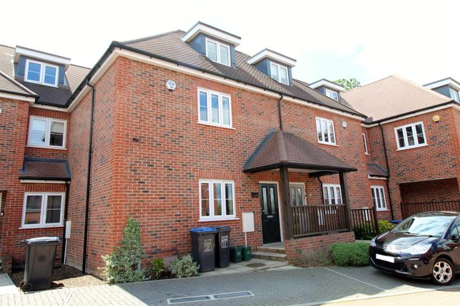 Thumbnail Terraced house for sale in Green Close, Brookmans Park, Hatfield