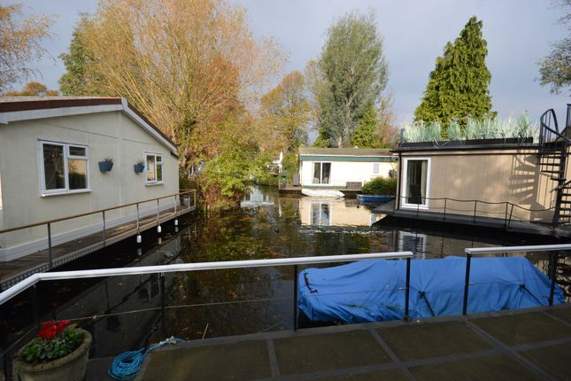 Thumbnail Houseboat to rent in Taggs Island, Hampton