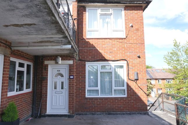 Thumbnail Flat for sale in North Parade, Chessington