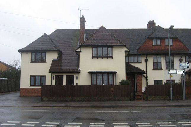 Thumbnail Flat to rent in Britwell Road, Burnham, Slough