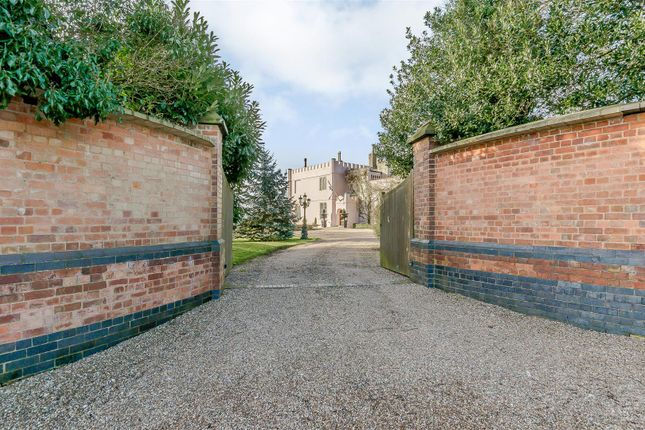 Thumbnail Country house for sale in Callingwood Lane, Tatenhill, Burton-On-Trent