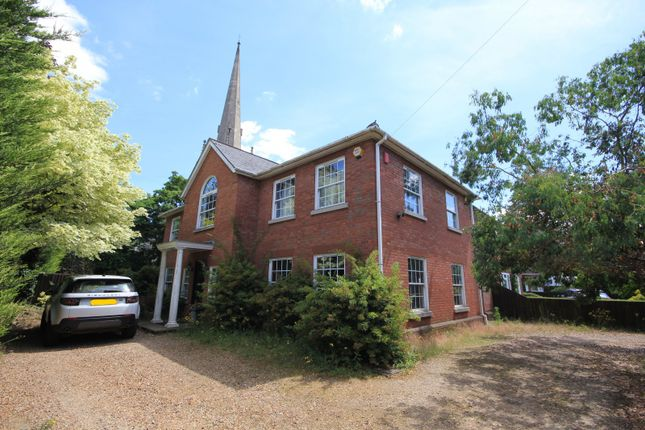 Thumbnail Detached house to rent in Glebe Road, Reading