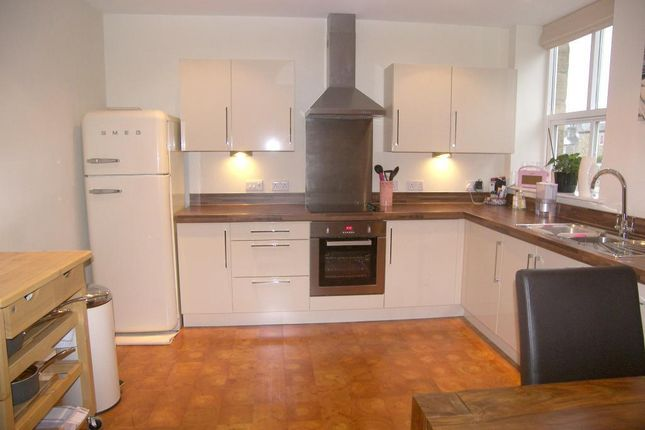 3 bed flat to rent in Trinity View, Bryan Street, Farsley, Leeds