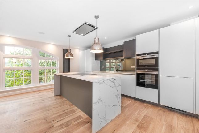 Thumbnail Flat to rent in High Park Road, Kew, London