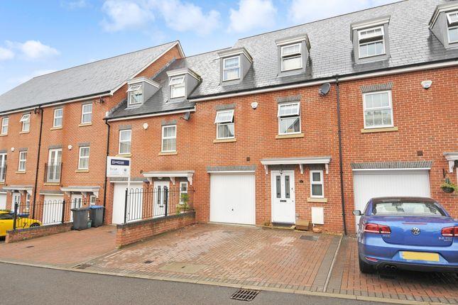 Thumbnail Town house to rent in Sandhills Lane, Virginia Water