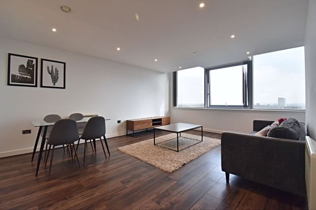 2 bed flat to rent in 12th Floor Churchill Place, Churchill Way, Basingstoke RG21