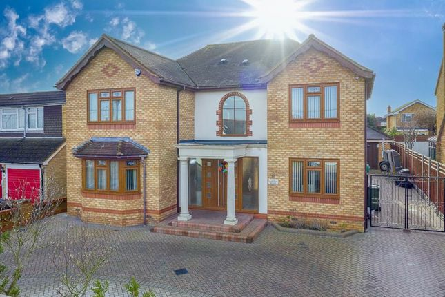 5 bed detached house for sale in London Road, Wickford SS12