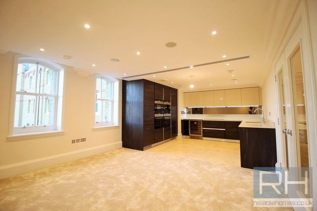 Thumbnail Flat to rent in Holborn Close, London