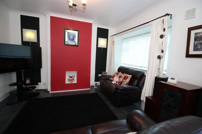 Picture No. 13 of Eastfield Avenue, Knottingley, West Yorkshire WF11