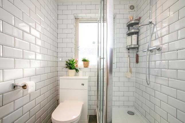 Bathroom of St. Thomas's Road, Luton, Bedfordshire, . LU2