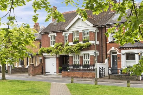 Thumbnail Detached house for sale in Monument Green, Weybridge, Surrey