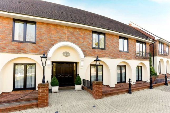 Thumbnail Flat for sale in Waterglades, Knotty Green, Beaconsfield, Buckinghamshire