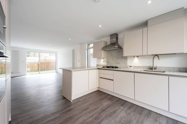 3 bed flat for sale in Buchanan Lodge, Streatham, London SW16
