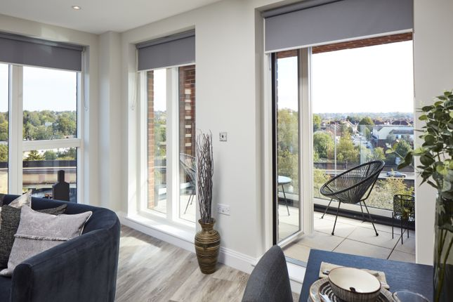 2 bed flat to rent in Masons Hill, Bromley BR2