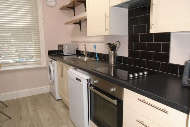 Thumbnail Flat to rent in Salt Lane, Salisbury