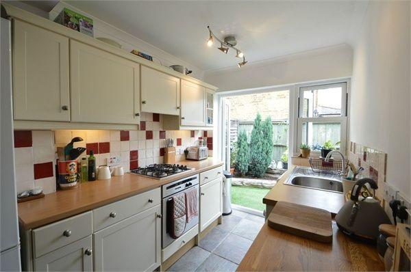 Thumbnail Cottage to rent in Pantile Road, Weybridge, Surrey