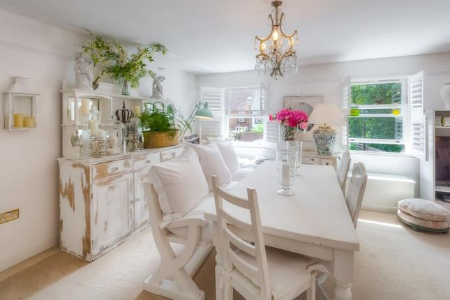 Dining Area of Wheelwrights Close, Arundel, West Sussex BN18