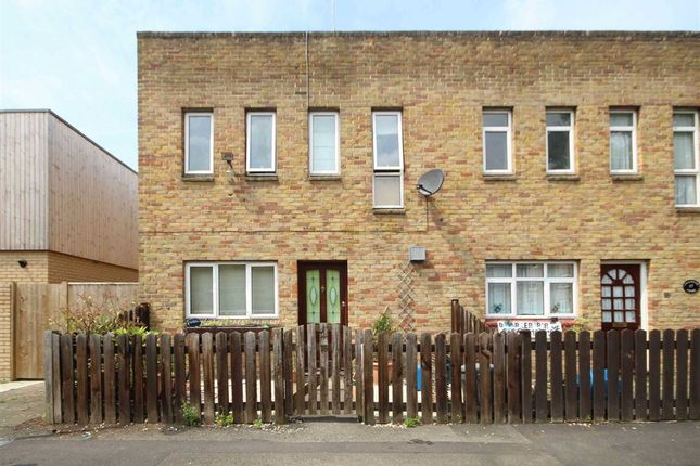 3 bed property to rent in Chandler Close, Hampton