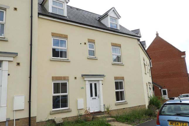 Thumbnail Town house to rent in Dyson Road, Redhouse, Swindon