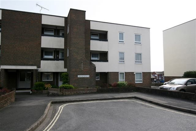 Thumbnail Flat to rent in Tudor Court, Regal Close, Cosham, Portsmouth, Hampshire