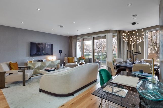 Thumbnail Flat for sale in Palace View SE1, London,