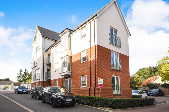 Thumbnail Flat for sale in Montfort Drive, Great Baddow, Chelmsford