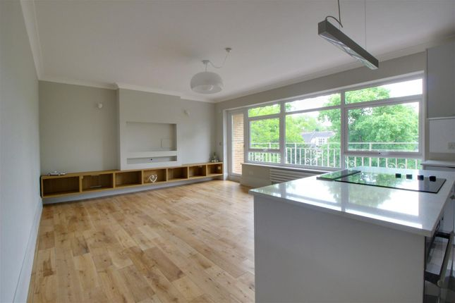 Thumbnail Flat for sale in Private Road, Enfield