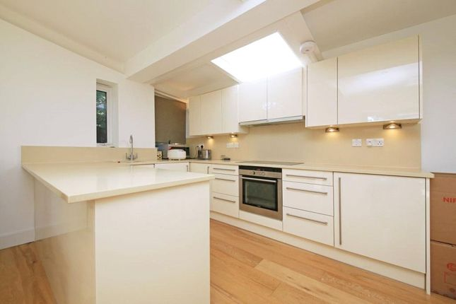 Thumbnail Bungalow to rent in Annabels Mews, Ealing, London