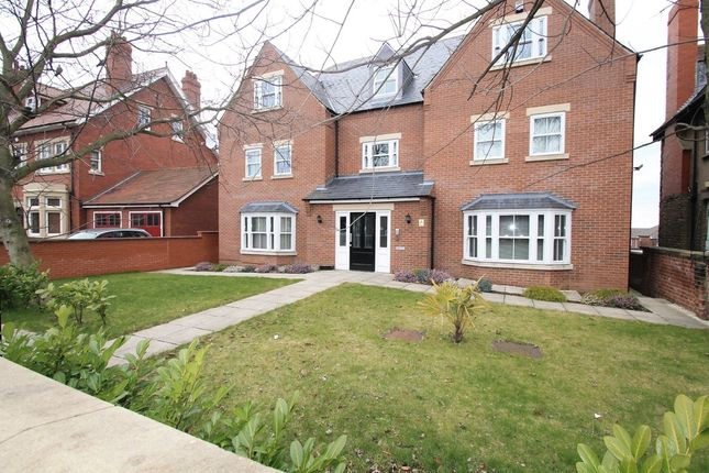 Thumbnail Flat to rent in Thorne Road, Wheatley, Doncaster