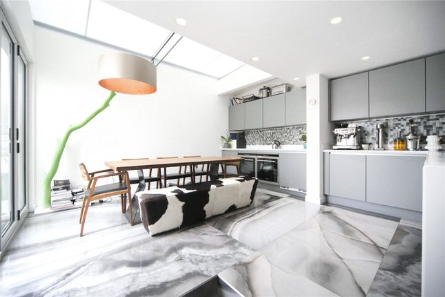 Thumbnail Flat to rent in Featherstone Street, Clerkenwell