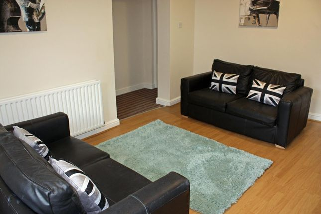 Thumbnail Flat to rent in Garden Flat, 3 Moor View, Hyde Park