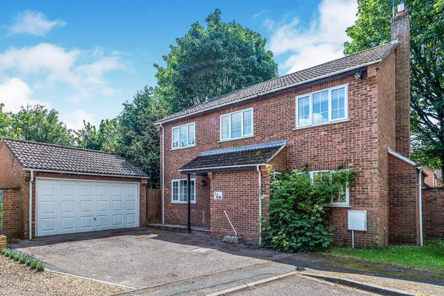 Thumbnail Detached house for sale in Faulkners Way, Linslade, Leighton Buzzard