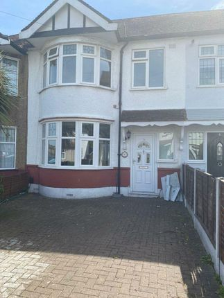 Thumbnail Terraced house to rent in Green Way, Woodford
