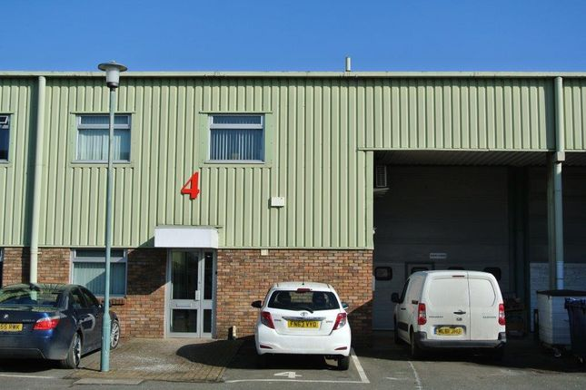 Thumbnail Industrial to let in Unit 4, The Royston Centre, Lynchford Road, Farnborough