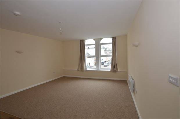 Thumbnail Flat to rent in Bank Street, Newton Abbot, Devon.