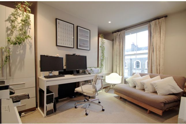 2 bed flat to rent in Newington Green Road, London