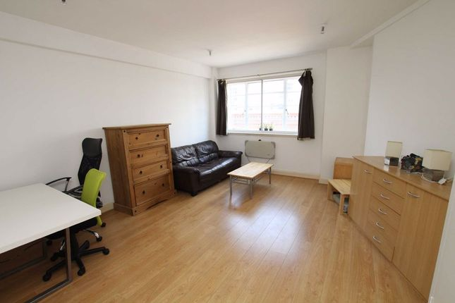 Thumbnail Studio to rent in Charing Cross Road, London