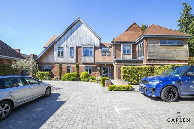 Thumbnail Duplex to rent in Manor Road, Chigwell