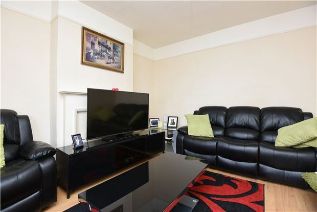 Thumbnail Terraced house for sale in Edencourt Road, London