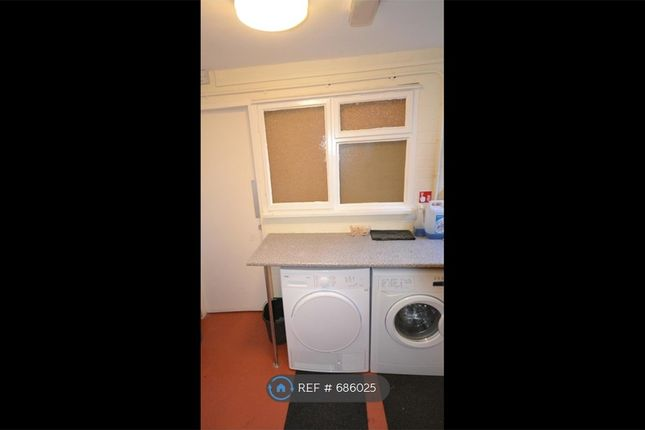 Rm7:Shared Utility Room, Drying & Ironing